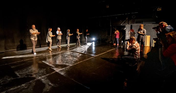 """Φωτογράφιση πρόβας της παράστασης """"Bodyterranean – The Show"""""""